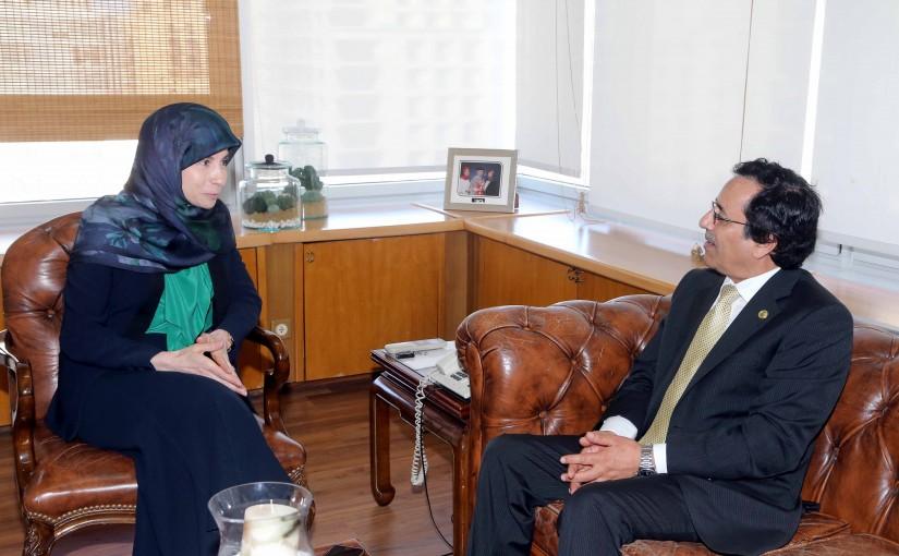 Minister Inaya Ezzedine meets Mr Nasser Kahtani
