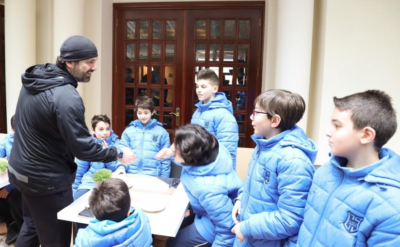 Pr Minister Saad Hariri meets a Delegation of Riyadh Club