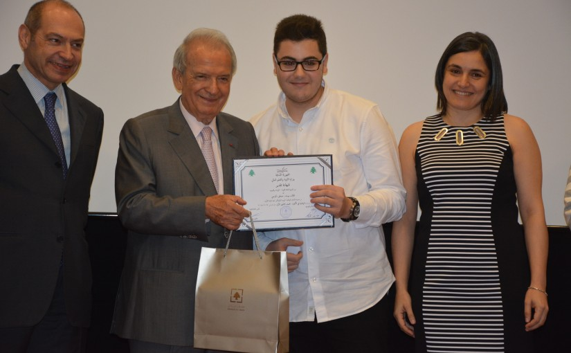 Minister Marwan Hemedeh Hands over Certificates to Outstanding Students in the Mathematics, Physics and Chemistry