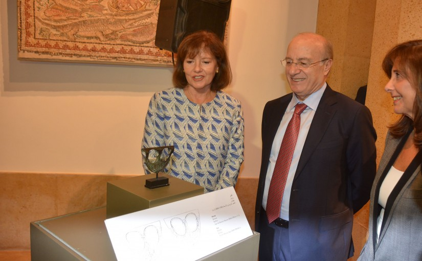 Minister Ghattas Khoury Receives from the American Embassy a Rare Archeological Artifact dating back to the Bronze Age