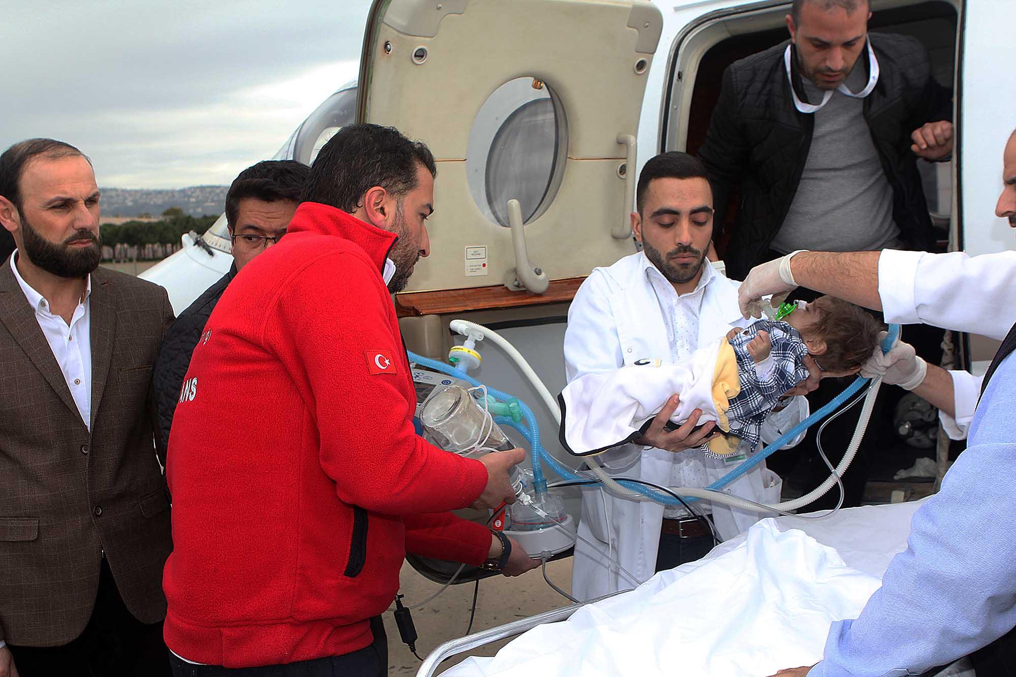 الطفل اححمد عثمان يصل في طائرة خاصه -3