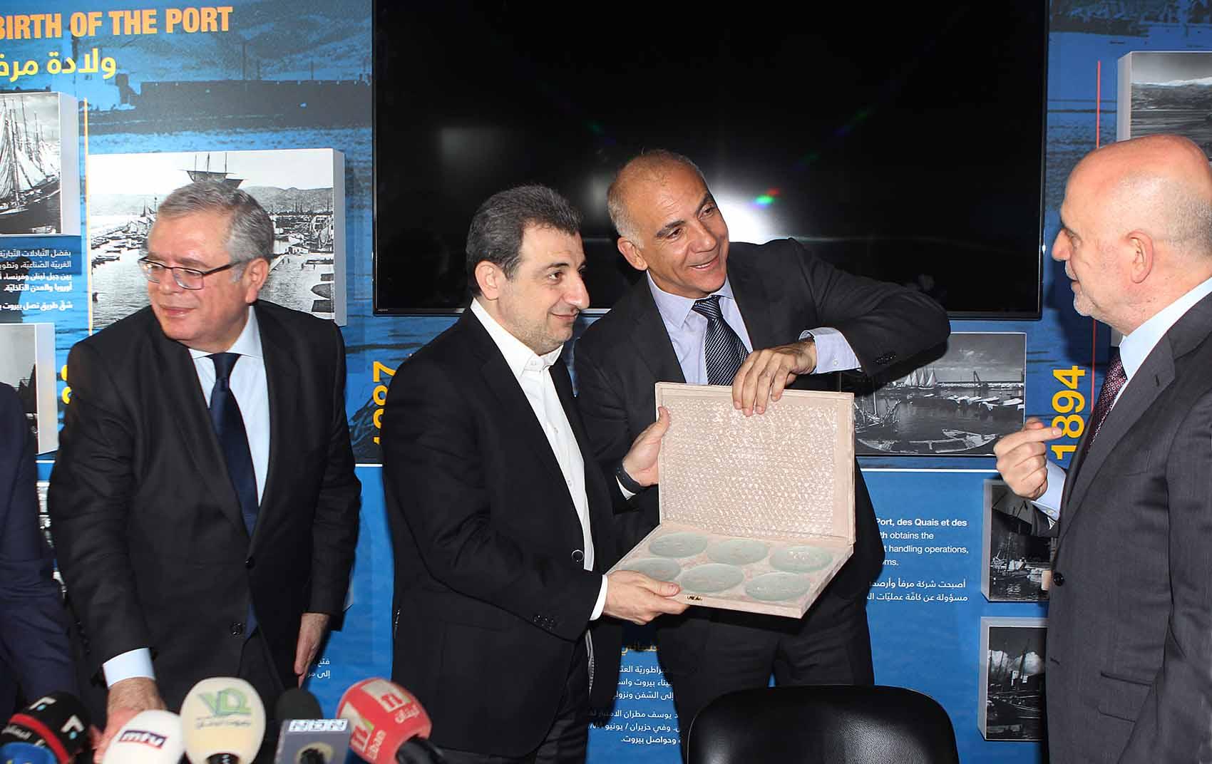 الوززيرين فنيانوس و ابو فاعور في مرفأ بيروت-2