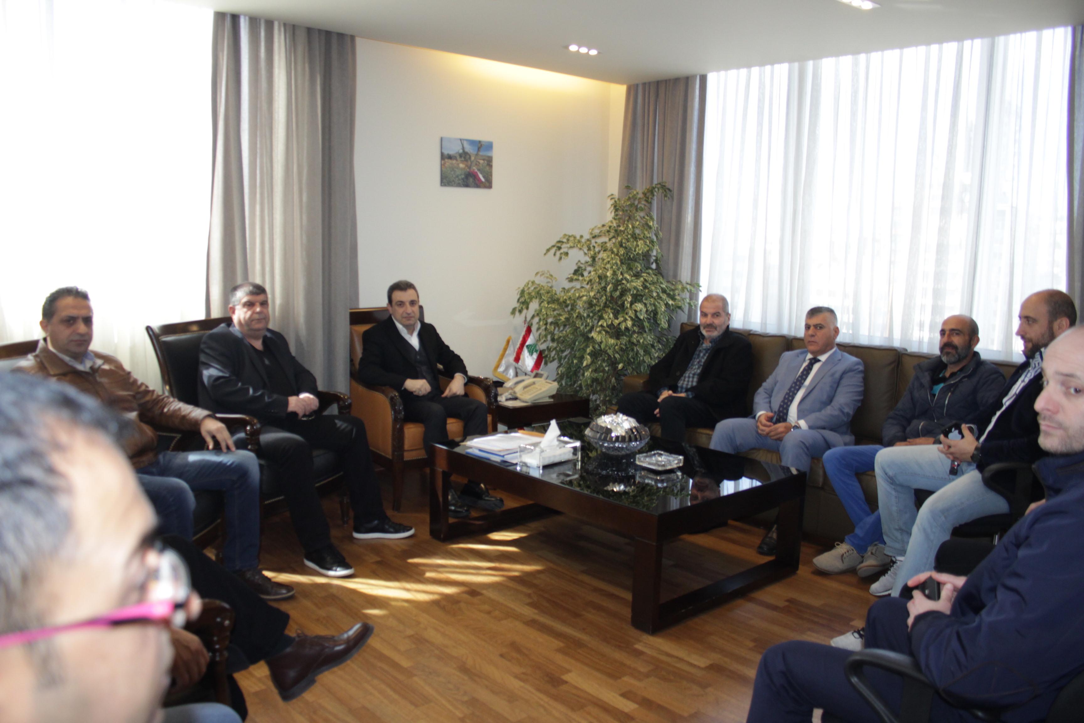 صورة الوزير ابو فاعور مع بلدية عين دارة