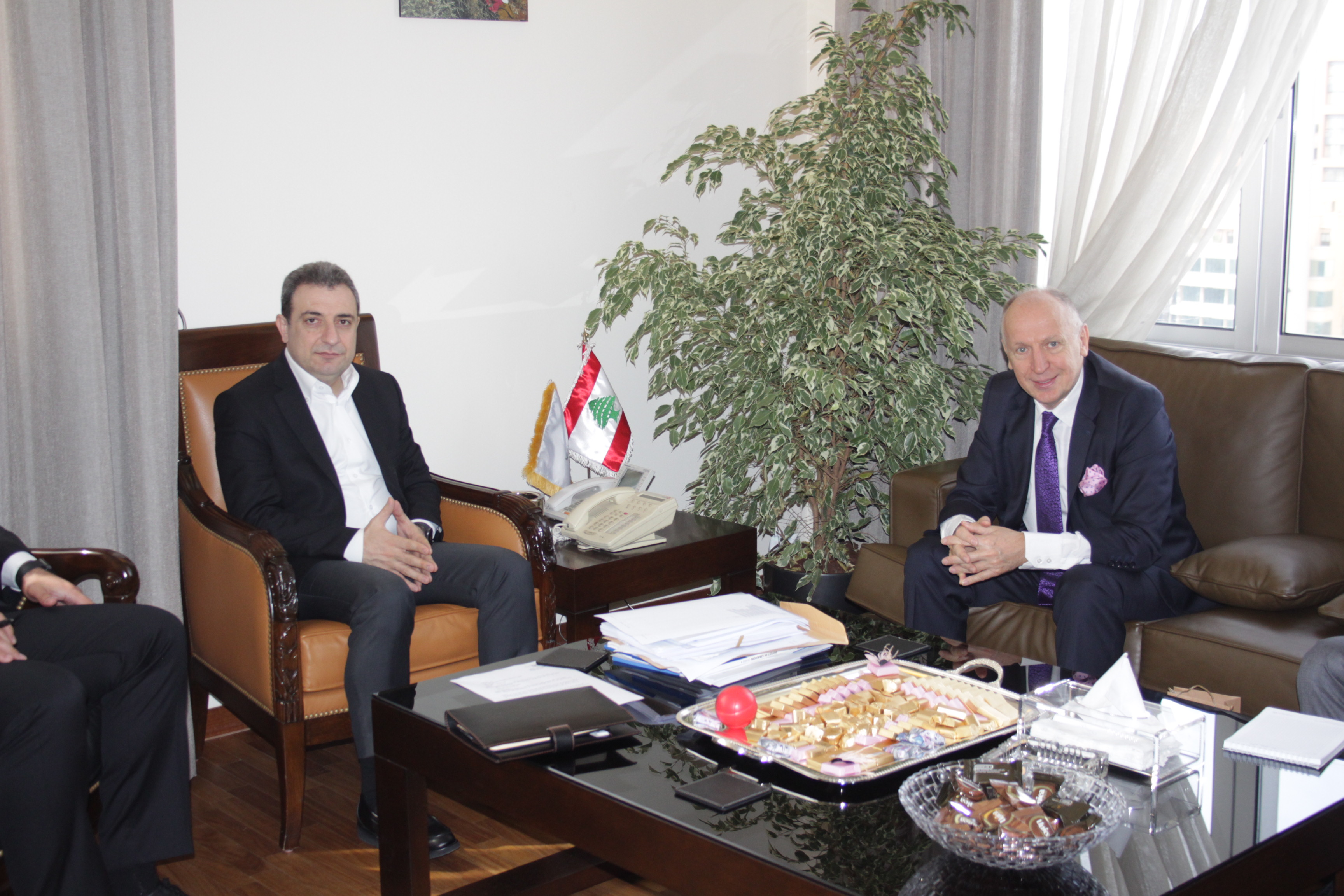 صورة الوزير ابو فاعور مع سفير اوكرانيا