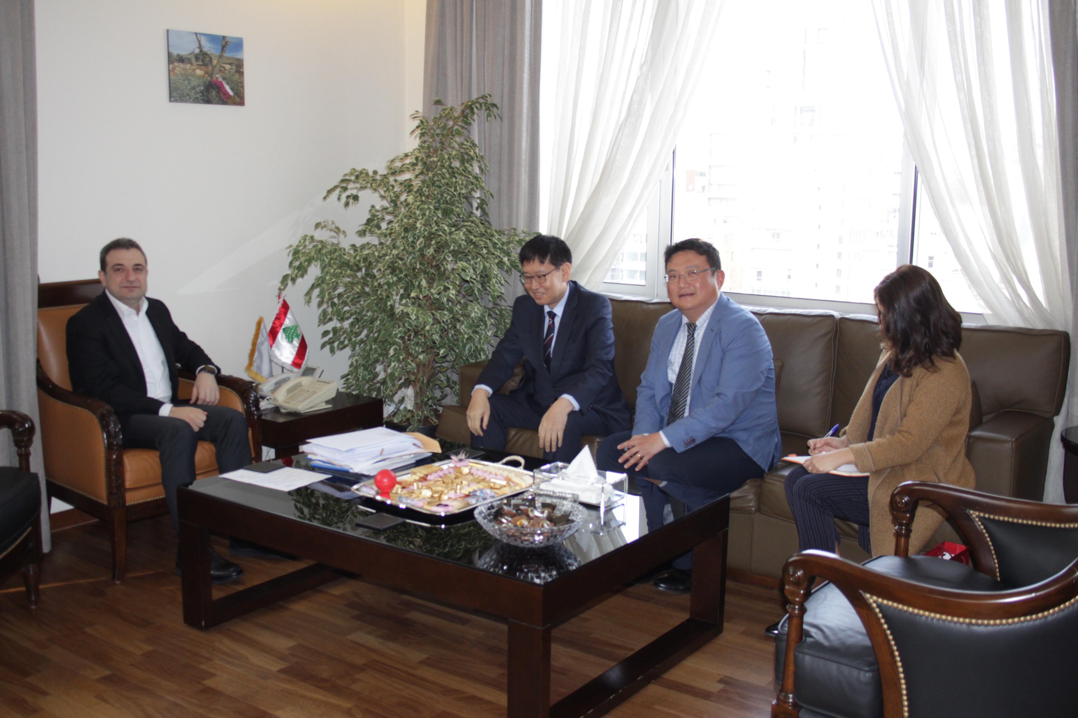 صورة الوزير ابو فاعور وسفير كوريا