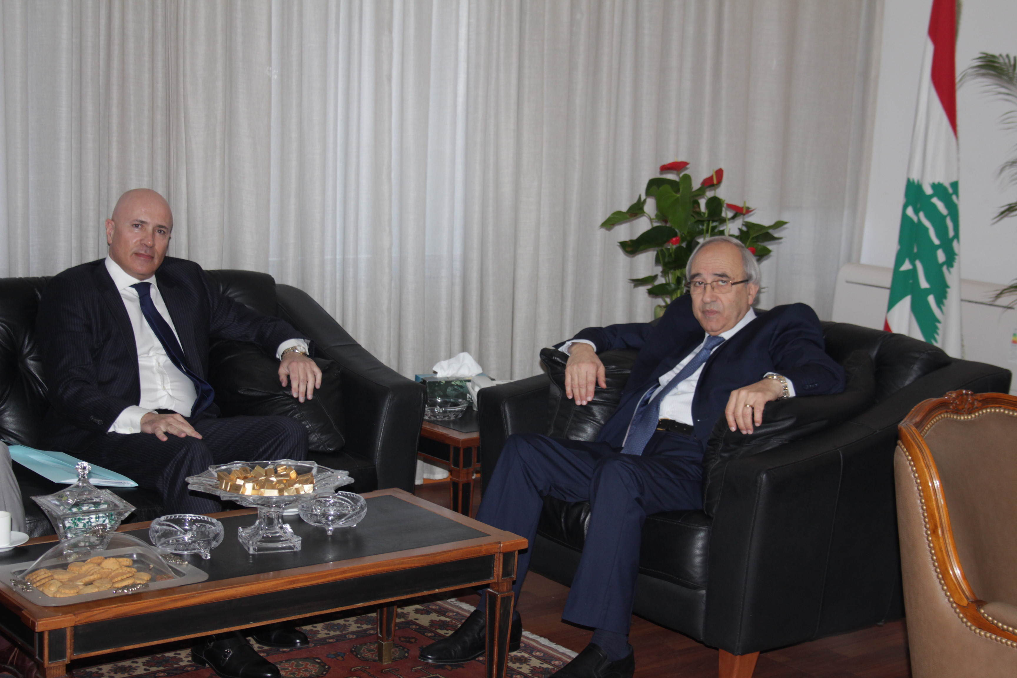 صورة وزير العدل مع سفير الارجنتين