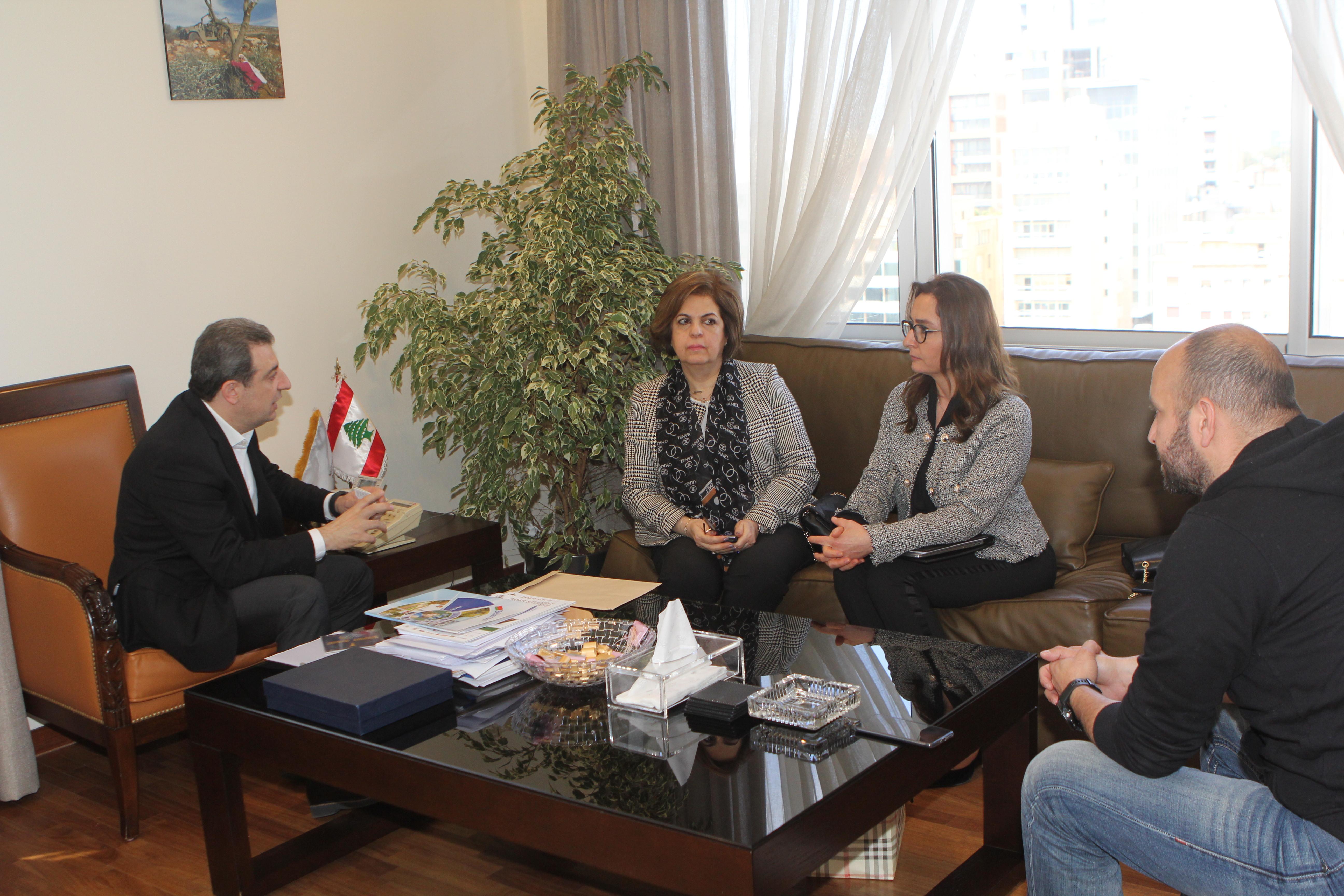صورة الوزير ابو فاعور مع لينا درغام وهدى سلوم ودافيد افرام