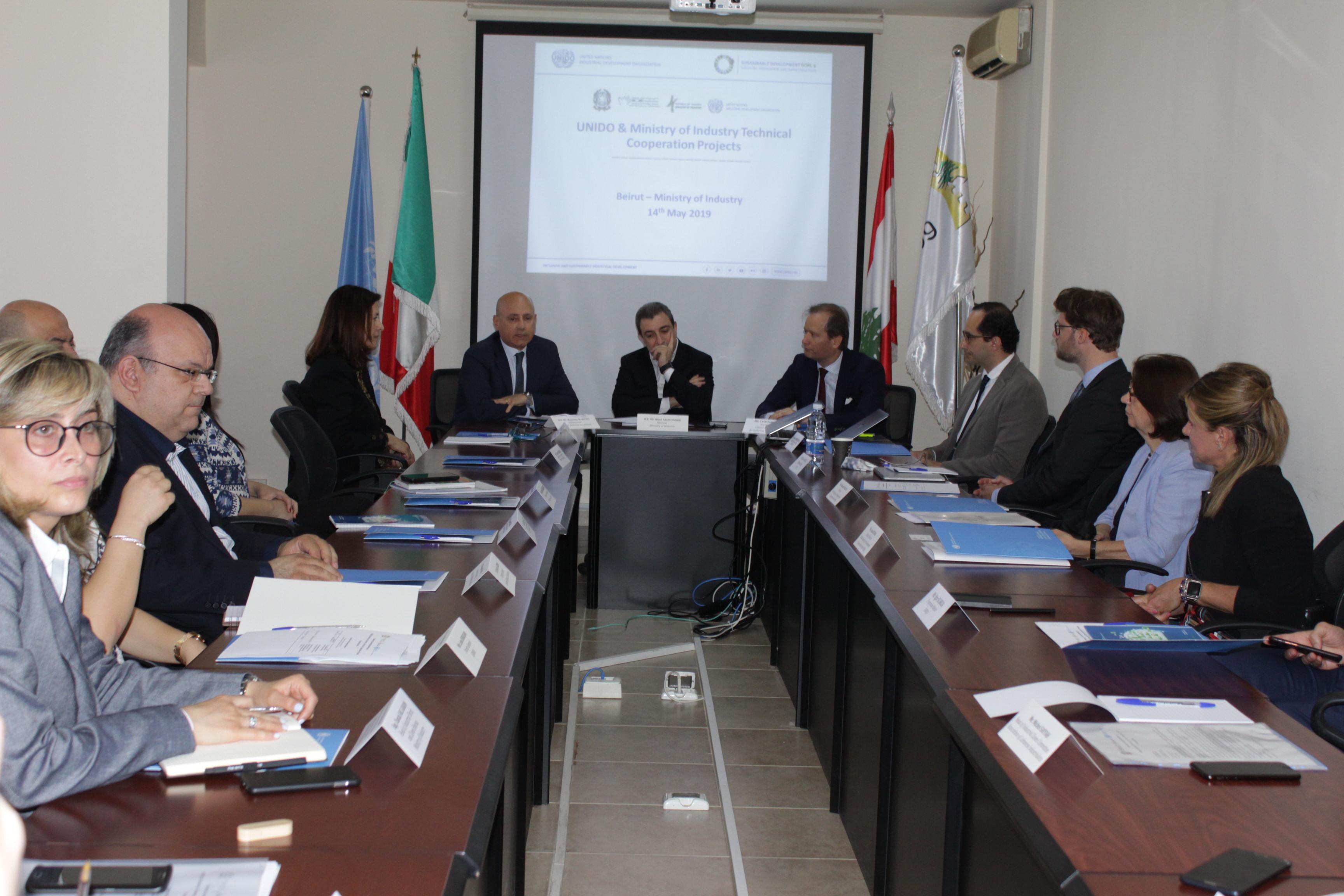 صورة اجتماع الوزير ابو فاعور والسفير الايطالي  في الاجتماع مع يونيدو