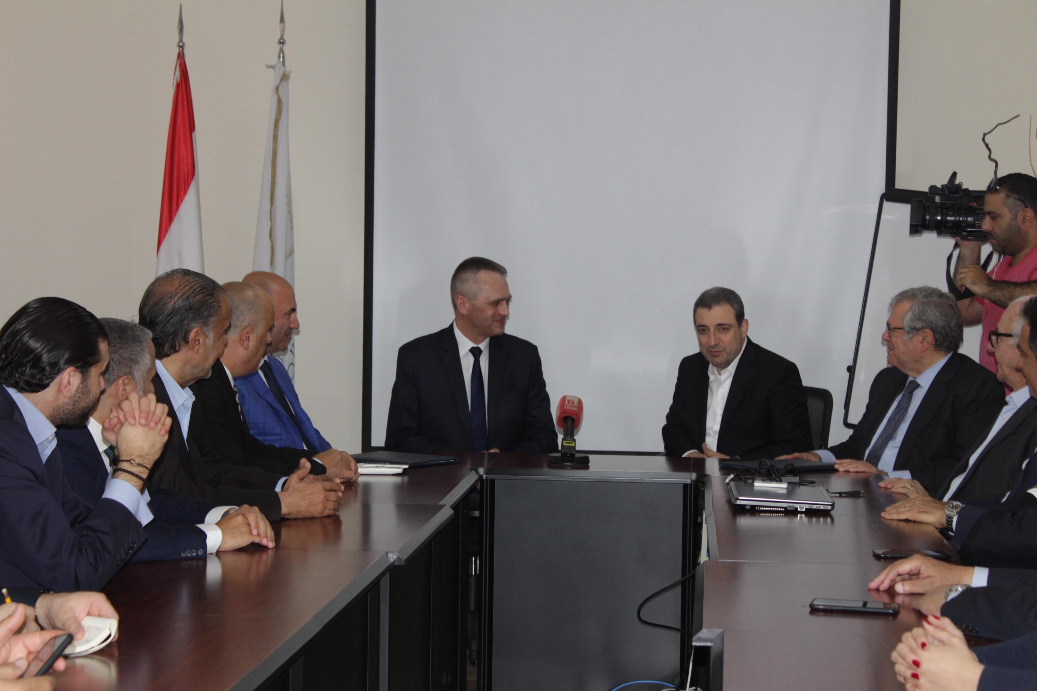 صورة توقيع الاتفاقية