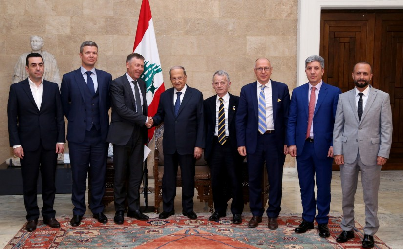 President Michel Aoun meets Ukrainian MP Serhiy Leshchenko with a delegation.