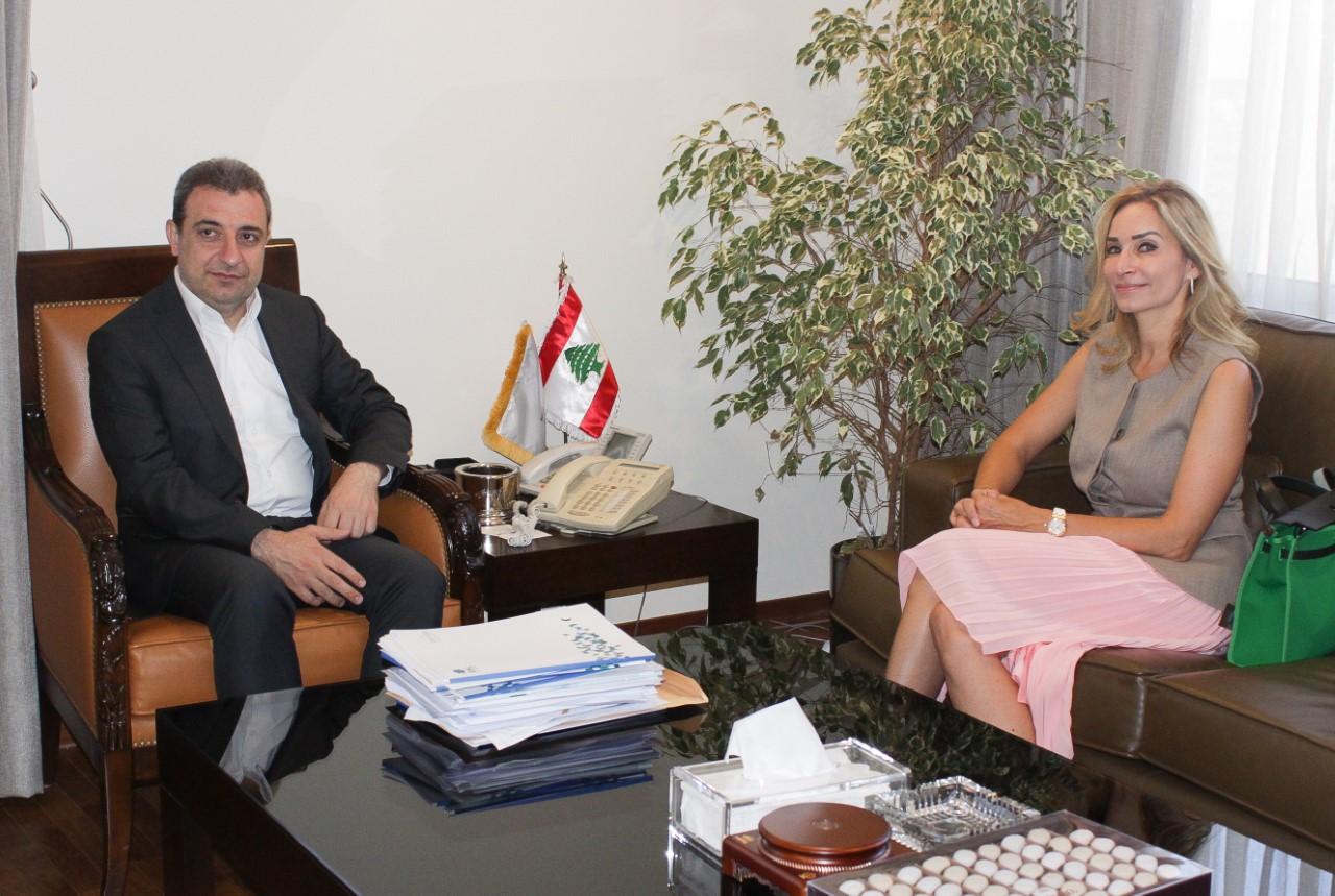 1558956460101_صورة الوزير ابو فاعور مع سفيرة سويسرا