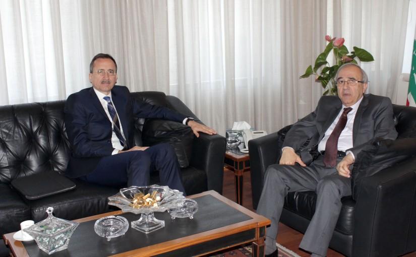 Minister Albert Serhan meets Roumanian Ambassador
