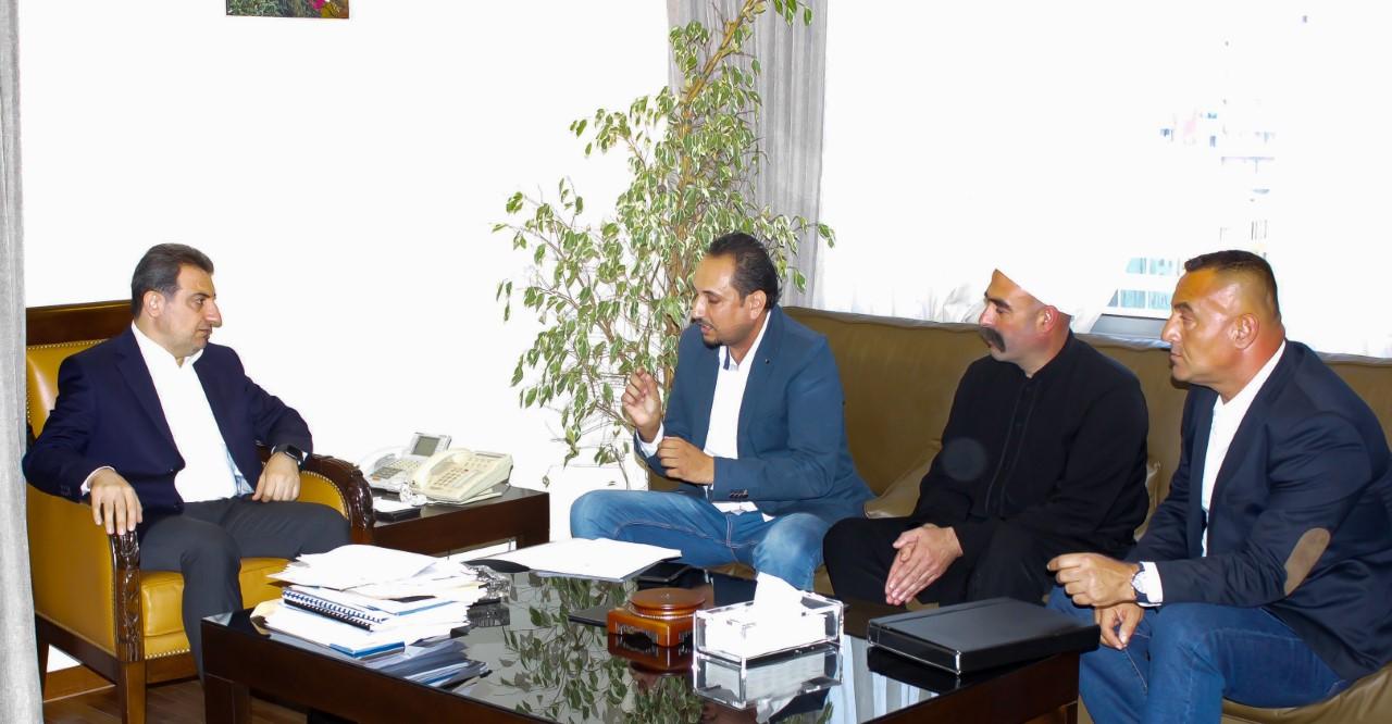 1563968597747_صورة الوزير ابو فاعور مع اصحاب محطات المياه
