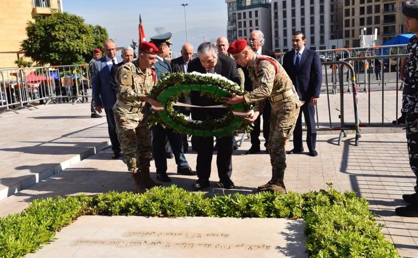 Former Minister Samir Jessir Put a Wreath on the Grave of Former  Pr Minister Rafic Hariri