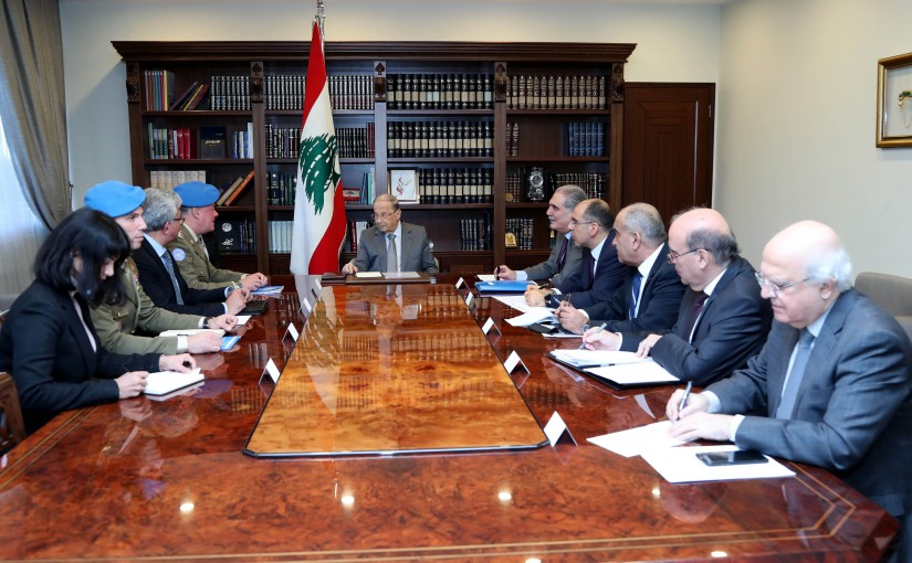 President Michel Aoun meets Major General Stefano Del Col. with a delegation.