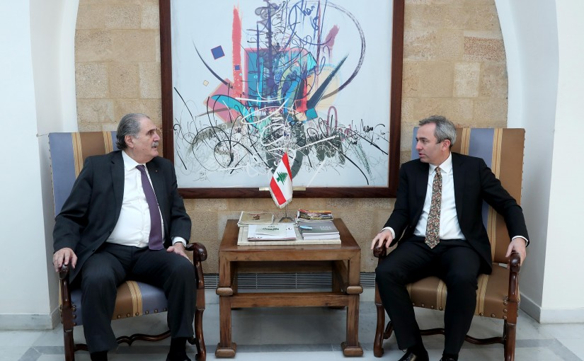 Minister Salim Jereysati meets  British Ambassador Chris Rampling.