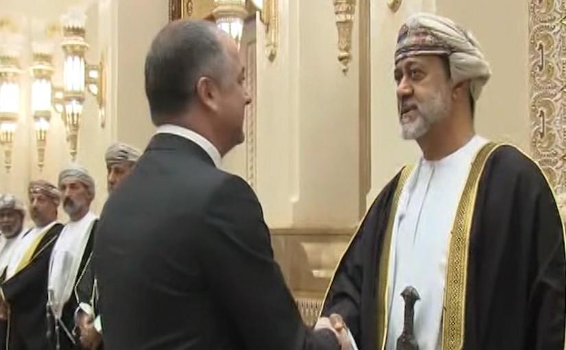 Minister of Defense Elias Bou Saab presents his Condolences to sultan Haitham Bin Tariq.