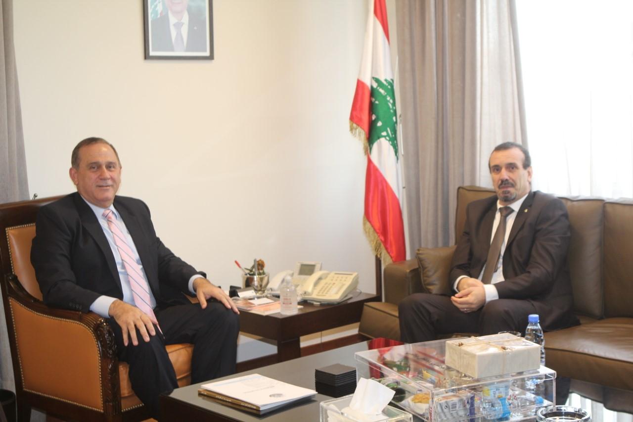 صورة الوزير حب الله مع سفير الجزائر