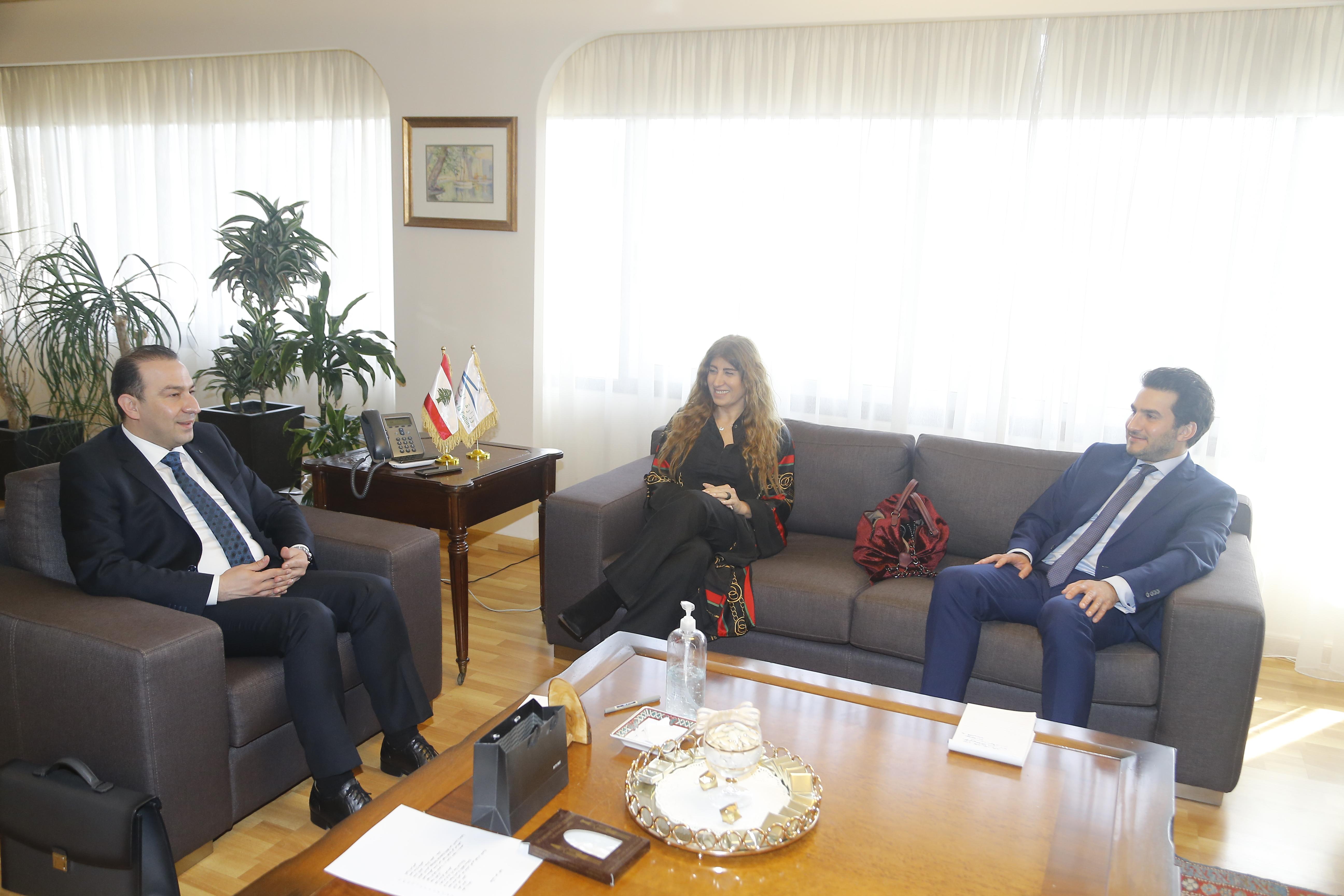 _T3Q5048الوزير والمدير العام مع د.. ميشال (1)