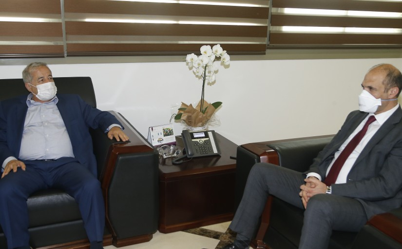 Minister Hassan Hamad meets Head of Syndicate Pharmacy
