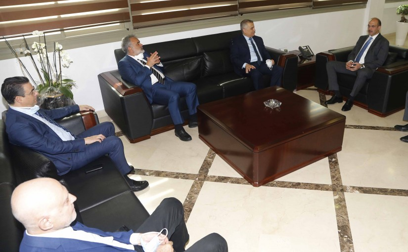 Minister Hassan Hamad meets a Delegation from Lebanese MP