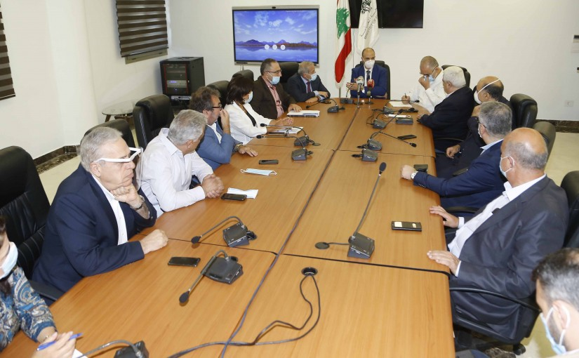 Minister Hassan Hamad meets a Delegation from Pharmacists Syndicate