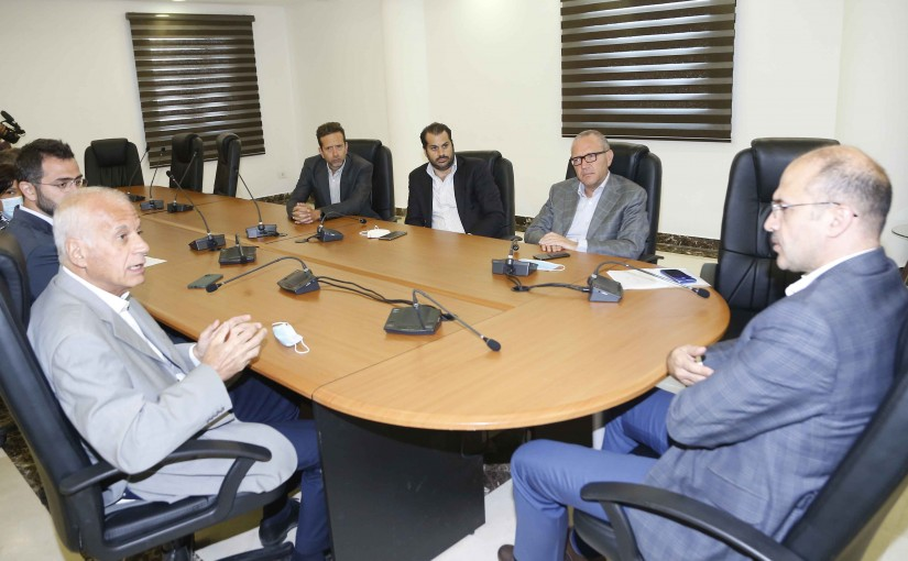 Minister Hassan Hamad meets a Delegation from Drugs Syndicate