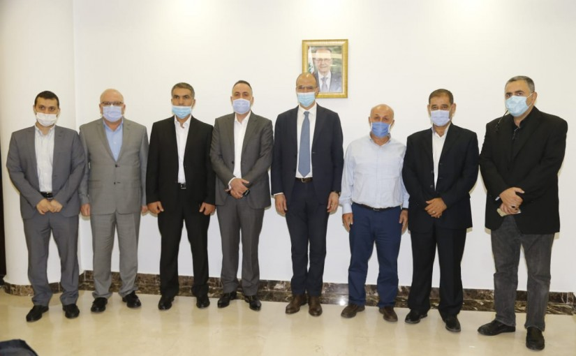 Minister Hassan Hamad meets a Delegation from Ahed Club