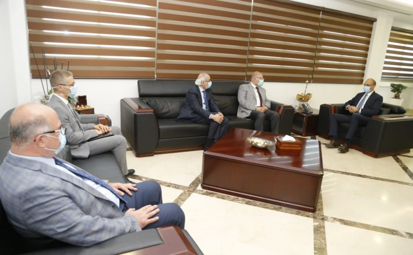 Minister Hassan Hamad Received a Donation for Rafic Hariri Hospital