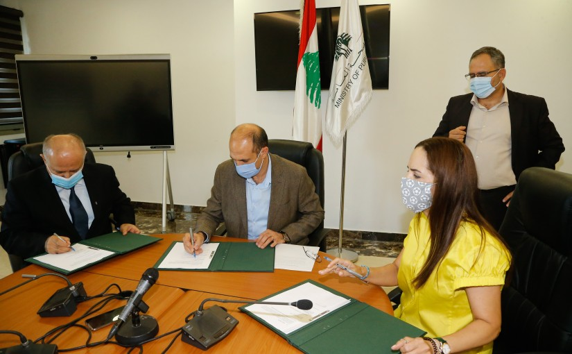Signing Agreements between Minister of Health & USJ