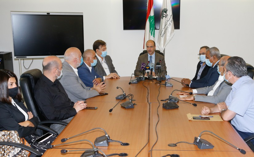 Minister Hassan Hamad meets a Delegation from Syndicate Hospital