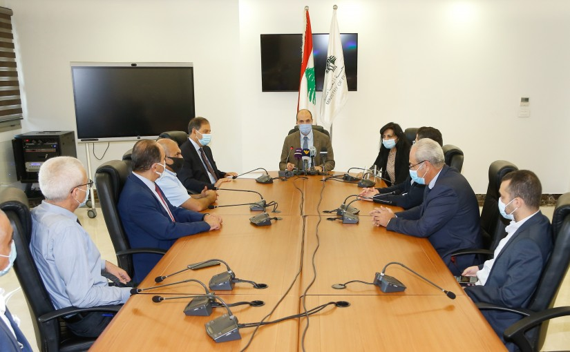 Minister Hassan Hamad meets a Delegation from Bank Syndicate