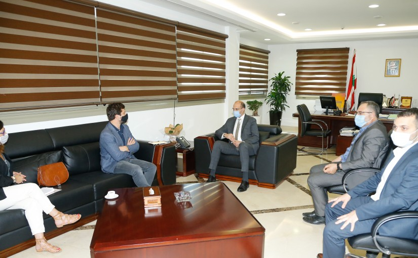 Minister Hassan Hamad meets a Delegation from Doctors