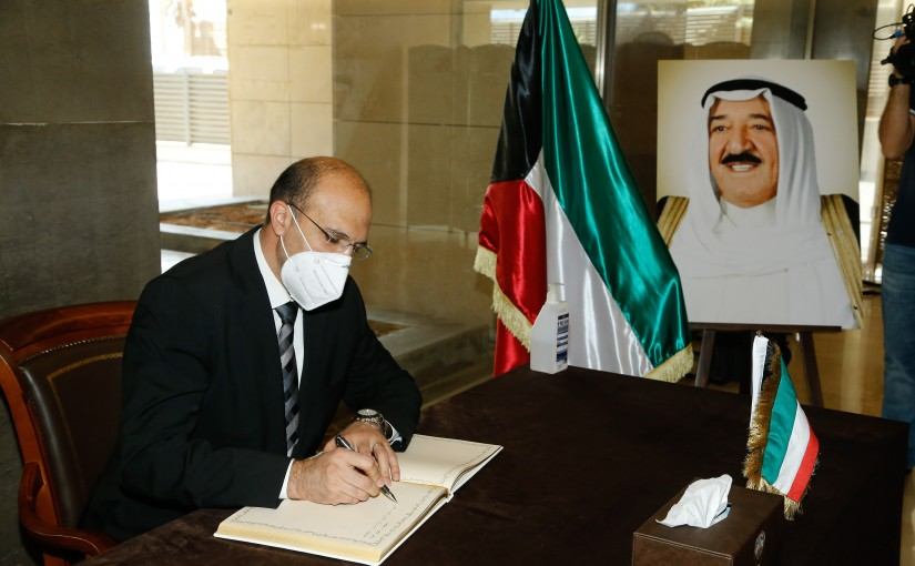 Minister Hassan Hamad Presents Her Condolences at Kuwait Ambassador