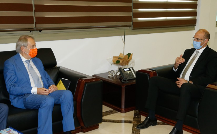 Minister Hassan Hamad meets a Russian Delegation