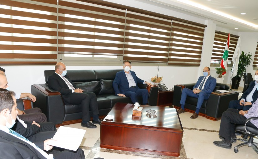 Minister Hassan Hamad meets a Delegation from Hospital Syndicate