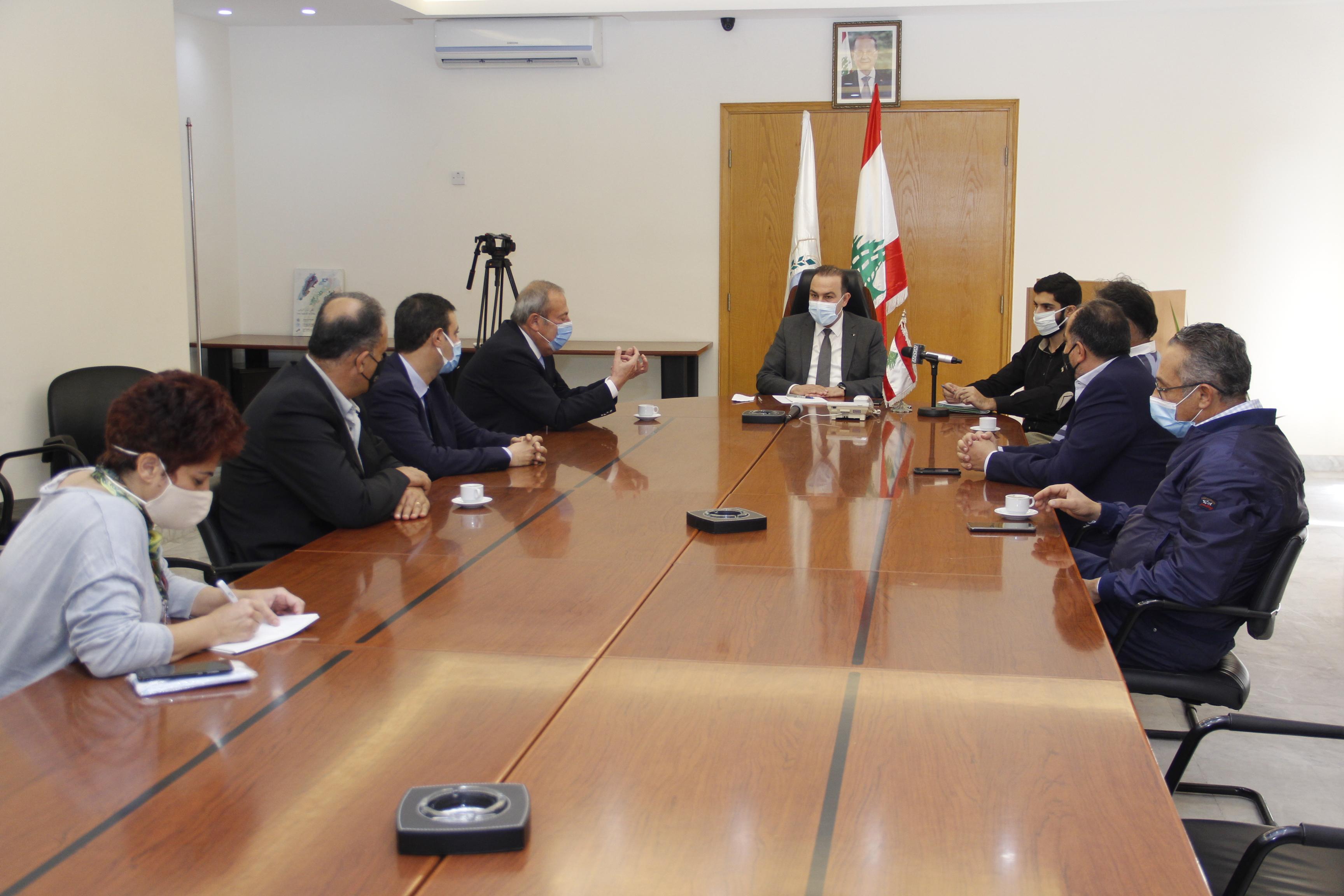 وزير الزراعة استقبل السفير السابق حسام قبيطر مع مجموعة من مصدري الزيتون في طراب