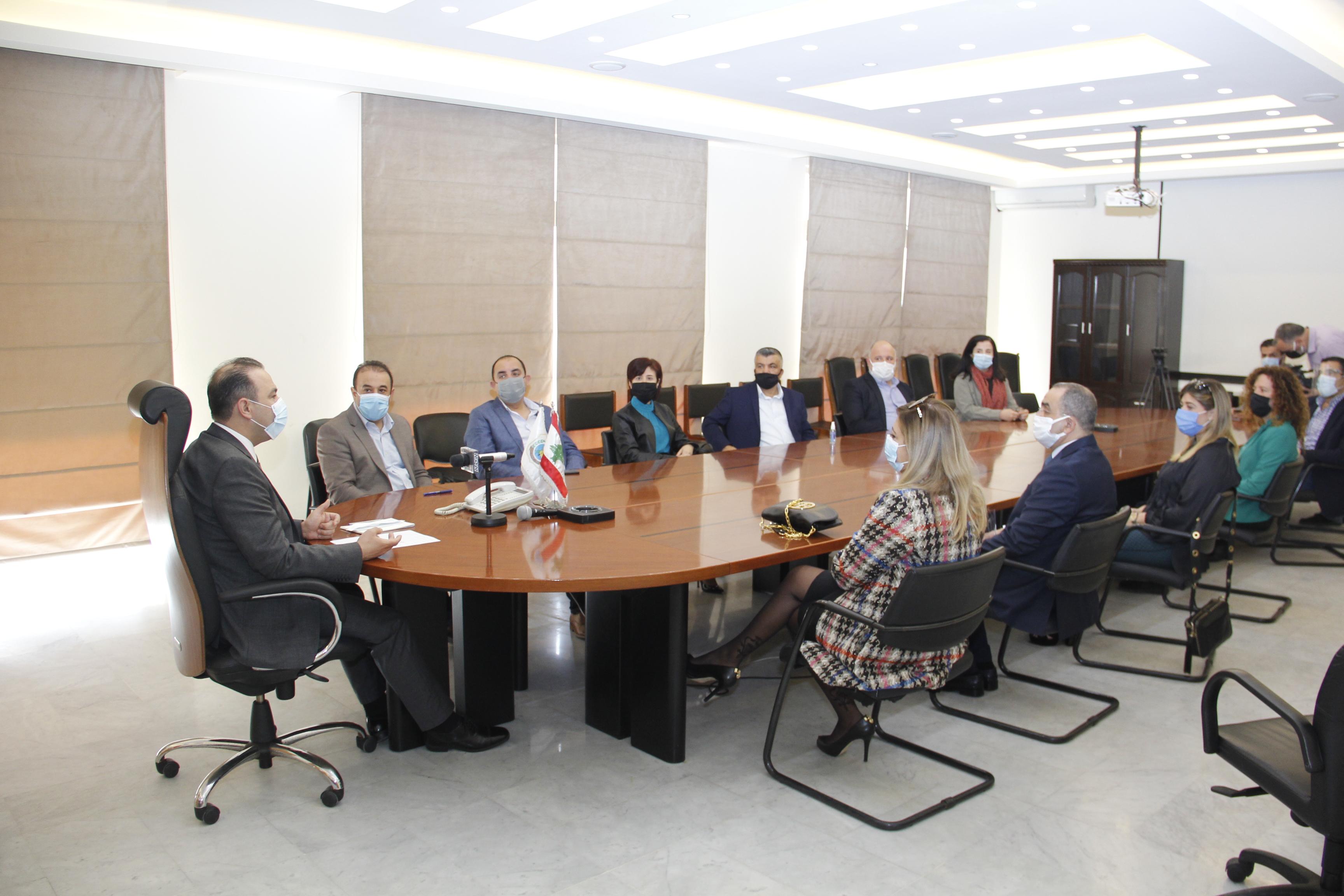 وزير الزراعة استقبل عميدة كلية الزراعة في الجامعة اللبنانية د. نادين ناصيف مع مج(2)