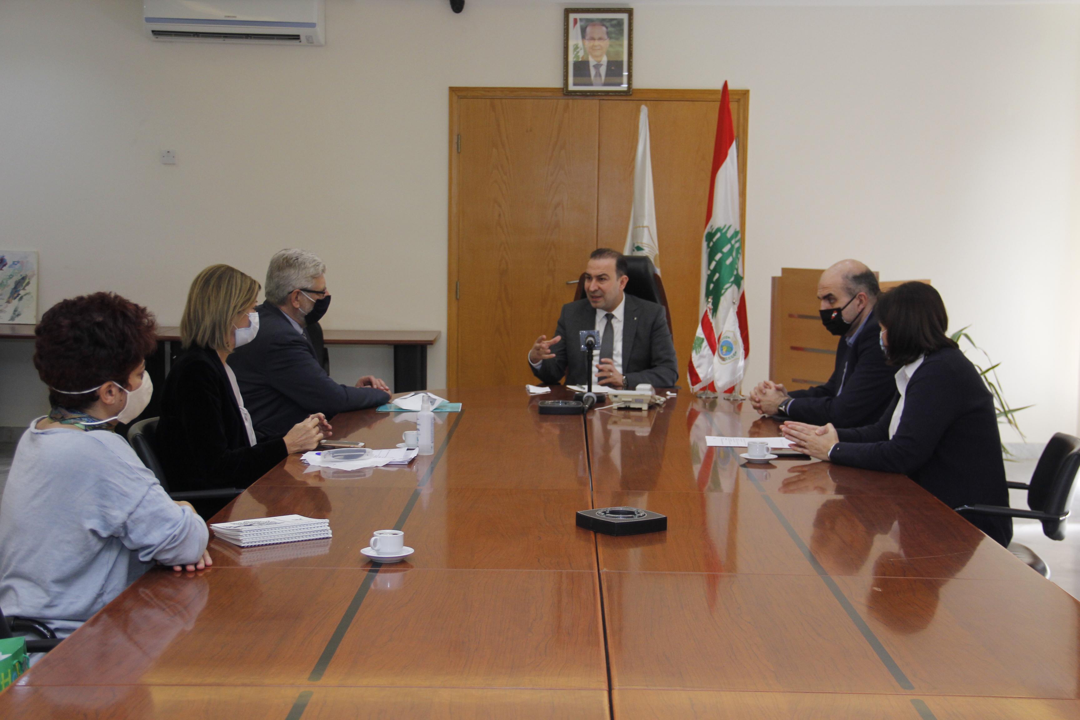 وزير الزراعة وقع برنامج تطوير القطاعات الانتاجية 1