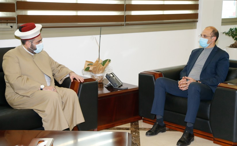 Minister Hassan Hamad meets Sheikh Ahmad Katan with a Delegation