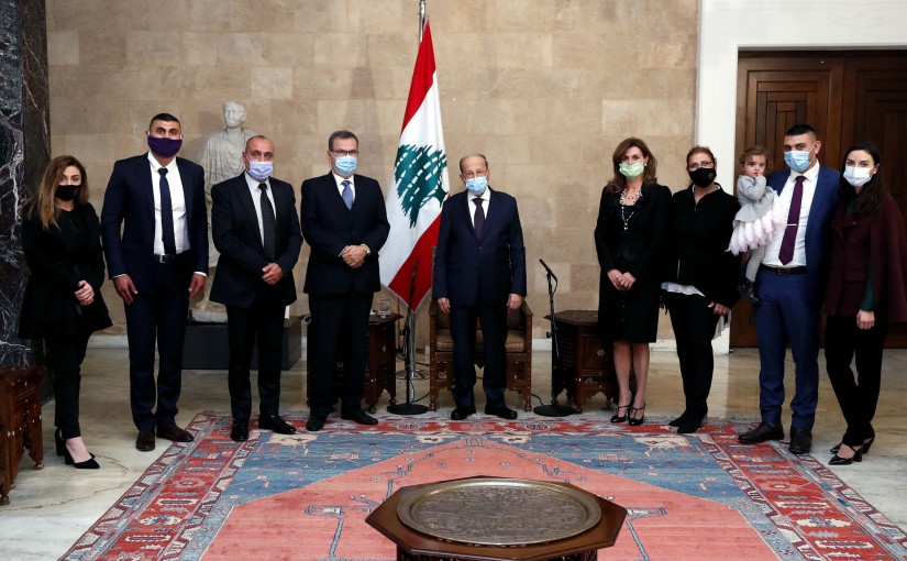 President Michel Aoun meets former MP Nabil Nicolas with a delegation of expatriate doctors in Australia.