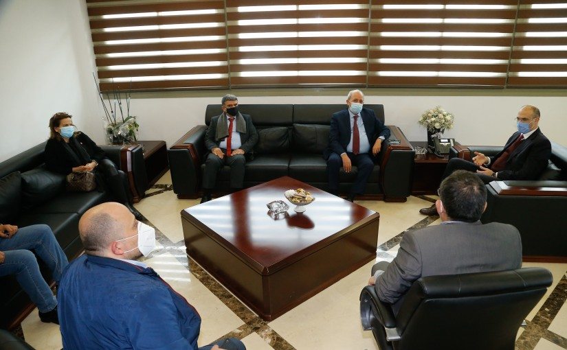 Minister Hassan Hamad meets a Delegation from North Syndicate