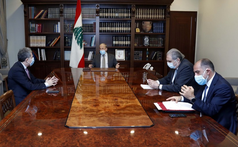 President Michel Aoun meets Minister Ghazi Wazni.