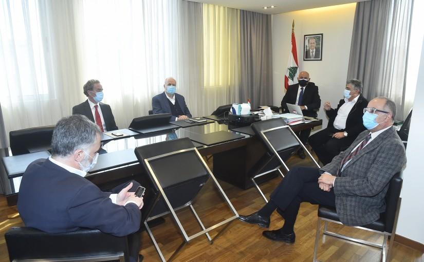 Minister Imad Heballah meets with the owners and representatives of cement companies