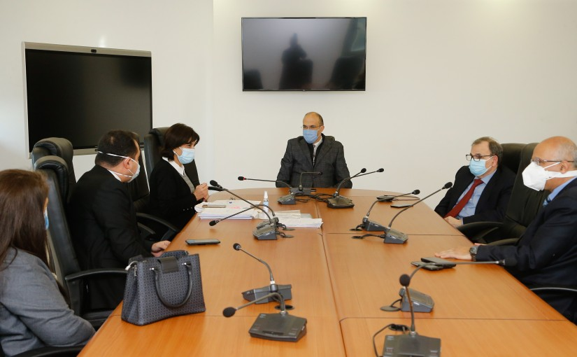 Minister Hassan Hamad meets a Delegation from Coronavirus Committee