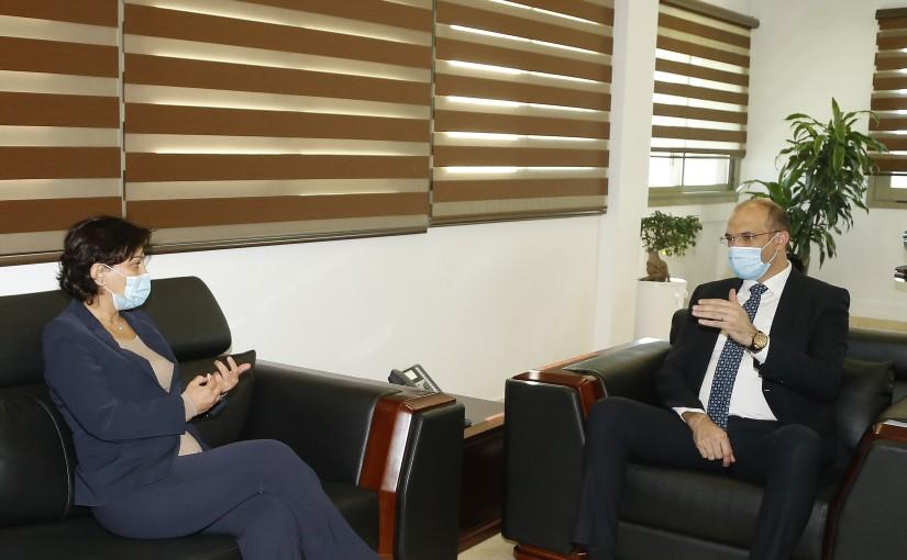 Minister Hassan Hamad meets Mrs Najat Roushdi