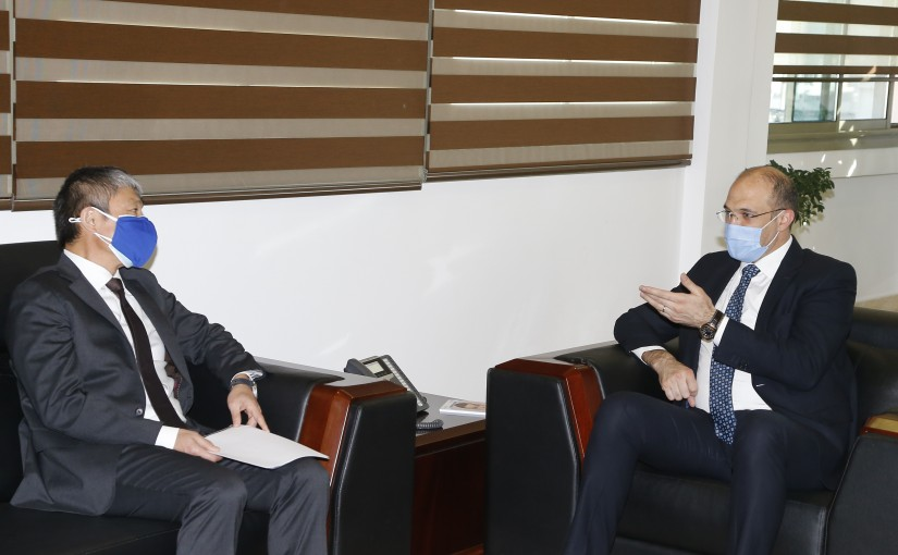 Minister Hassan Hamad meets Ayaki Ito