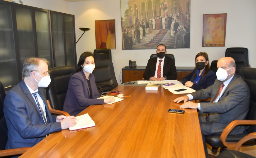 Minister Abass Mourtada meets a Delegation from Francophonie