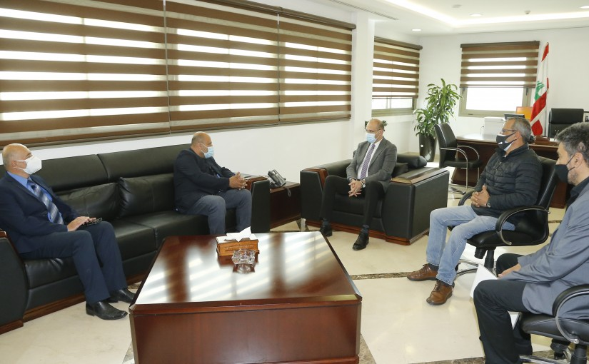Minister Hassan Hamad meets a Delegation from Syndicate Photographer