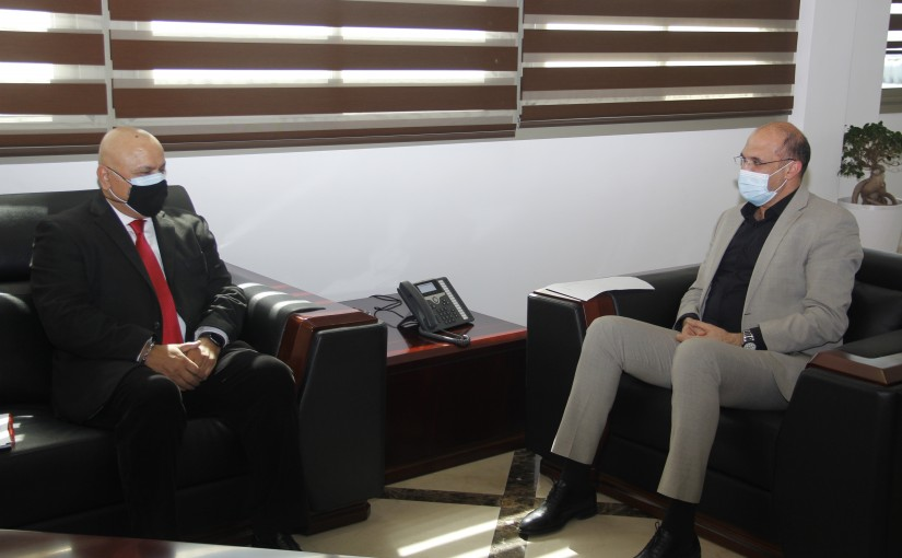 Minister Hassan Hamad meets a Delegation from World Bank